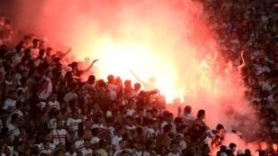 مشجعو نادي الزمالك المصري في مباراة ضد النادي الأهلي الليبي ضمن دوري أبطال إفريقيا في كرة القدم- 9 يوليو/تموز 2017.