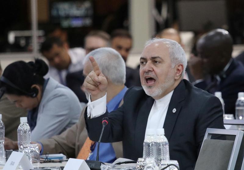 وزير الخارجية الإيراني محمد جواد ظريف خلال اجتماع وزاري لدول عدم الانحياز بالعاصمة الفنزويلية كراكاس. 21 يوليو/تموز