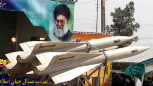 Des missiles de fabrication iranienne exhibés lors d'une parade militaire à Téhéran, en septembre 2013.
