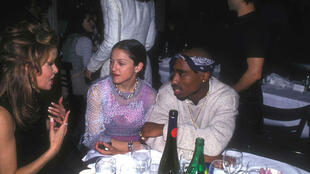 Madonna et Tupac Shakur en couple à la soirée du magazine Interview, à New York, le 1er mars 1994.