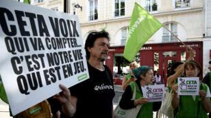 Manifestation contre le Ceta, à Paris, le 16 juillet 2019.