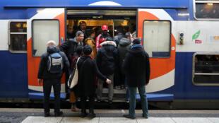 Un TGV sur sept en moyenne mercredi prévoit la SNCF.