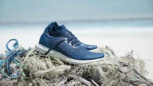 Le modèle UltraBoost fabriqué à partir de déchets marins.
