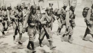 جنود مغربيون في شوارع أميان الفرنسية في 1914