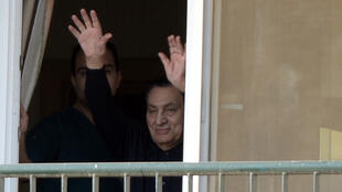 Egypt's former president Hosni Mubarak looks on from his room at the Maadi military hospital in Cairo on May 4, 2015 as his supporters gather outside the building for his birthday