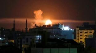 انفجار في مدينة غزة على إثر قصف جوي إسرائيلي في 02 حزيران/يونيو 2018