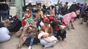Inmigrantes venezolanos en Colchane, Chile, en la frontera con Bolivia el 3 de febrero de 2021