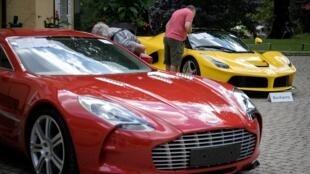 لجنة المزاد العلني تعاين السيارات الرياضية التابعة لنجل رئيس غينيا الاستوائية