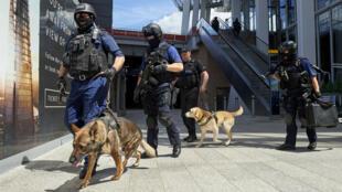 Les forces de sécurité britanniques sécurisent les lieux de l'attentat de Londres, le jeudi 4 juin 2007.