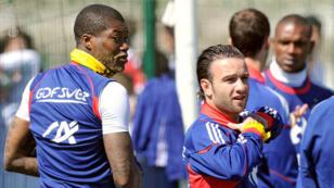 Djibril Cissé et Mathieu Valbuena en stage avec l'équipe de France à Tignes, en 2010.