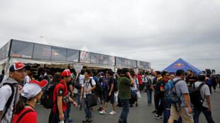 Des spectateurs devant le circuit Suzuka qui accueille le GP du Japon, le 11 octobre.
