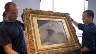 Le tableau de Gustave curbet, peint en 1866, a choqué la société bourgeoise d'alors. Il est exposé au Musée d'Orsay depuis 1995.
