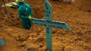 La tumba de un fallecido por Covid-19 en Manaus, Brasil, en una imagen de archivo.