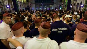 De nombreux migrants ont afflué à la gare internationale de Budapest dans l'espoir d'embarquer dans un train en partance pour l'Autriche ou l'Allemagne.