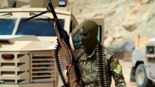 مسلح من قوات سوريا الديمقراطية في سوسة بمحافظة دير الزور شرق سوريا. 13 أيلول/سبتمبر 2018.