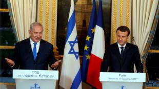 El primer ministro israelí, Benjamín Netanyahu junto al presidente francés, Emmanuel Macron, en el Palacio del Elíseo en Paris.
