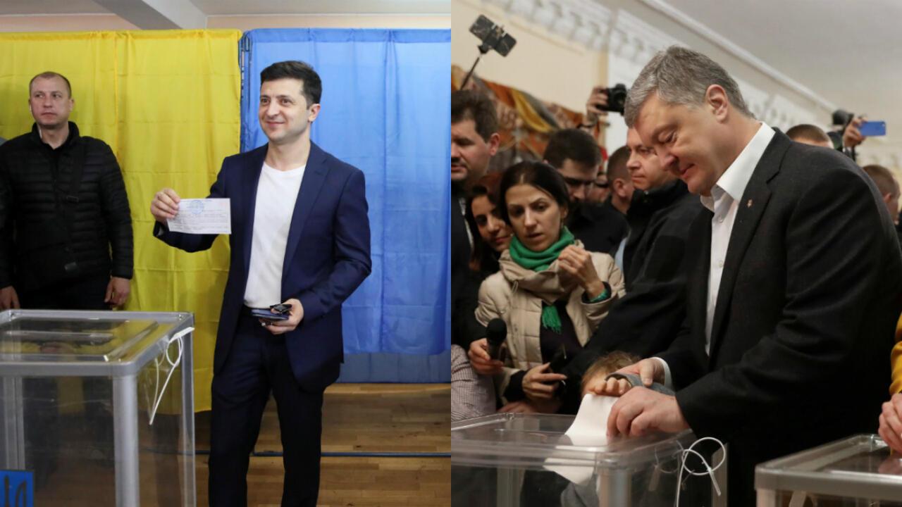 Volodímir Zelenski lidera las encuestas de la última semana en Ucrania frente al actual presidente Petró Poroshenko. Los candidatos votaron en Kiev el 21 de abril de 2019.
