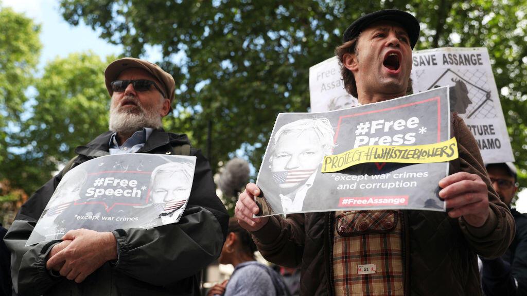 Manifestantes protestaron frente al Tribunal de Magistrados de Westminster, en Londres, Gran Bretaña, el 14 de junio de 2019.
