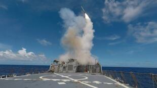 Un navire de guerre américain abritant des lances-missiles en mer Méditerranée, le 20 septembre 2016.