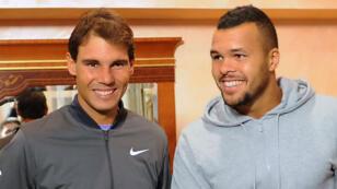 Jo-Wilfried Tsonga (à droite) estime que Rafael Nadal (à gauche) reste le favori de Roland-Garros 2015.