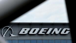 أوقف العديد من الشركات تشغيل طائرات بوينغ 777 بعد اشتعال محرك أحدها في الولايات المتحدة