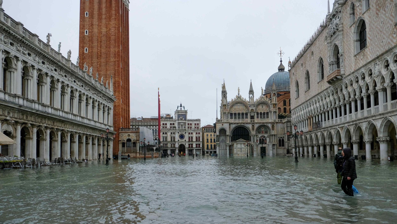 Vista de la Plaza de San Marcos inundada durante la excepcional crecida en Venecia, el 13 de noviembre de 2019.