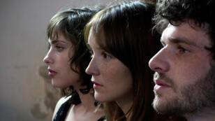 Sophie Verbeeck, Anaïs Demoustier et Félix Moati embarqués dans un triangle amoureux.