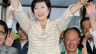 يوريكو كويكي المنتخبة كأول امرأة تشغل منصب حاكم طوكيو