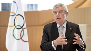 رئيس اللجنة الأولمبية الألمانية توماس باخ يتحدث في 24 آذار/مارس 2020.