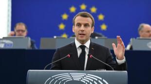 El presidente francés, Emmanuel Macron, pronuncia un discurso sobre su visión de futuro de la Unión Europea, durante un encuentro en la sede del Parlamento Europeo, en Estrasburgo, Francia