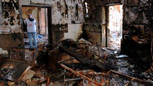 """آثار الدمار بمستشفى """"أطباء بالا حدود""""بمدينة قندوز الأفغانية تشرين الاول/أكتوبر 2015"""