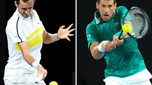 Le Russe Daniil Medvedev (g) lors de sa demi-finale de l'Open d'Australie, le 19 février 2021, et le Serbe Novak Djokovic lors de son quart de finale de l'Open d'Australie, le 16 février 2021, à Melbourne