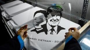 Un T-shirt à l'effigie de Donald Trump et Kim Jong-un au Vietnam, le 27 février 2019.