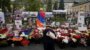 File photo: A woman visits a makeshift memorial outside the Armenian embassy in Moscow for Armenians killed during the conflict over the breakaway region of Nagorno-Karabakh, October 20, 2020.