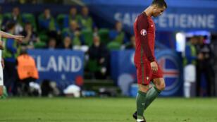 لاعب المنتخب البرتغالي كريستيانو رونالدو في مباراة البرتغال وإيسلندا 14 يونيو 2016