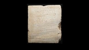 Une tablette de marbre gravée des dix commandements et datant de 300-500 avant JC.