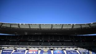 Des bannières installées pour la finale de la Coupe de la Ligue au Stade de France, le 30 juillet 2020