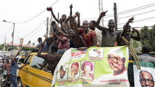 Des militants pro-Buhari célèbrent la victoire de leur candidat dans les rues de Lagos, le 1er avril 2015.
