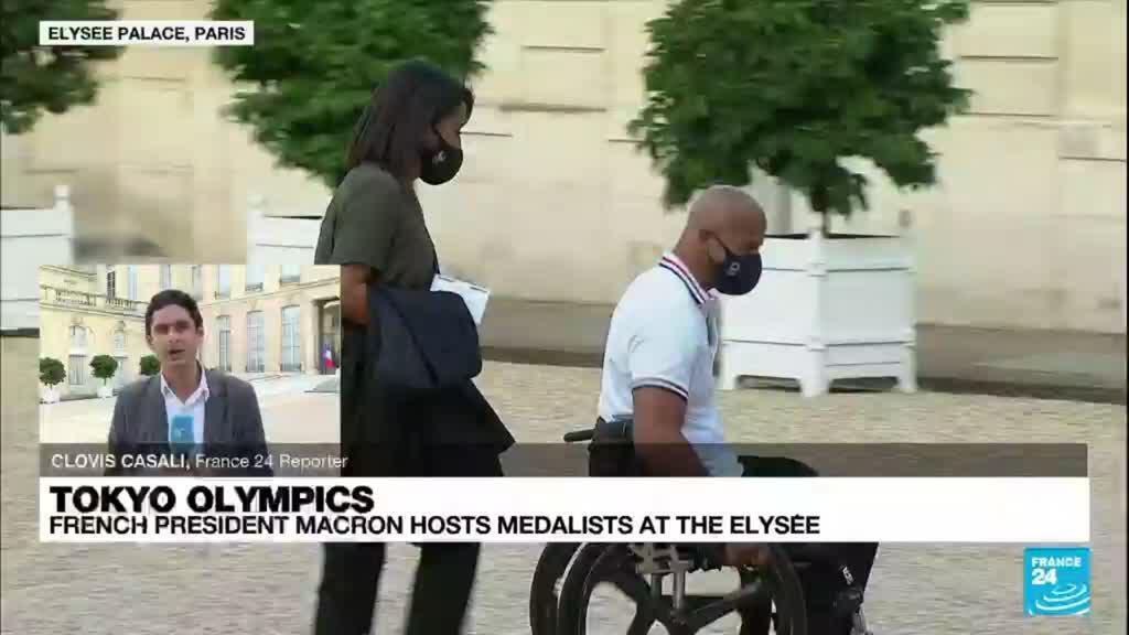 2021-09-13 22:23 Macron hosts French Olympic and Paralympic medalists at Elysée Palace