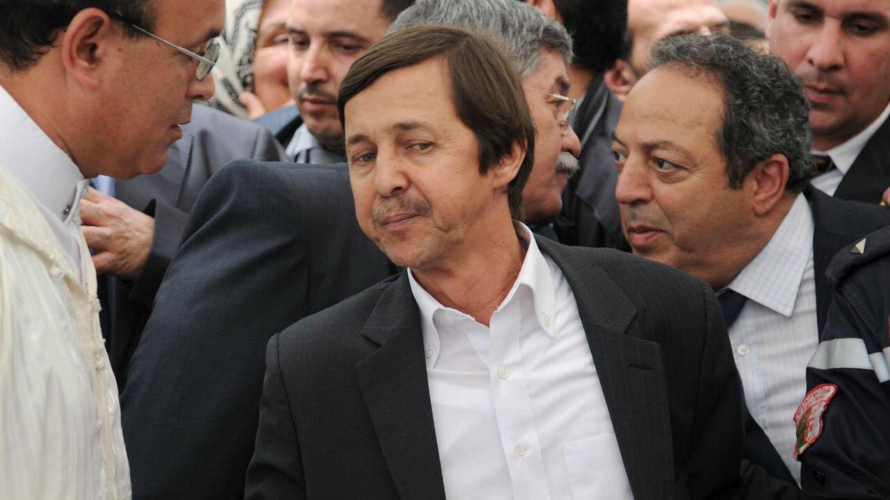 سعيد بوتفليقة خلال جنازة الفنانة وردة الجزائرية، في الجزائر العاصمة، 17 مايو أيار 2012