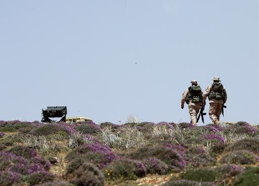 مقاتلان من حزب الله في القلمون
