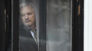 Le fondateur de WikiLeaks vit depuis 2012 à l'ambassade d'Équateur à Londres, dont il ne sort pas pour éviter d'être arreté par la police britannique.