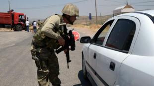 جندي تركي على حاجز عسكري في دياربكر تموز/ يوليو 2015