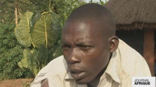 Dennis a été enlevé par la LRA quand il avait une dizaine d'années.