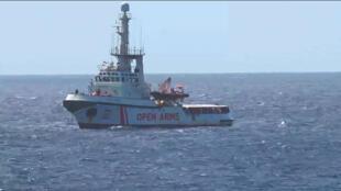 Le navire humanitaire Proactiva Open Arms a sauvé plus d'une centaine de migrants.