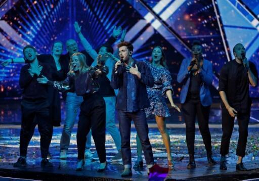 """Le chanteur néerlandais Duncan Laurence interprète sa chanson """"Arcade"""", après avoir remporté le concours de l'Eurovision, à Tel Aviv le 19 mai 2019"""