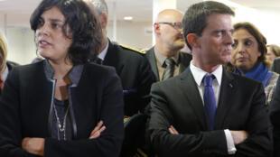 Le Premier ministre Manuel Valls et la ministre du Travail Myriam El Khomri lors d'une visite d'une antenne Pôle emploi à Mulhouse