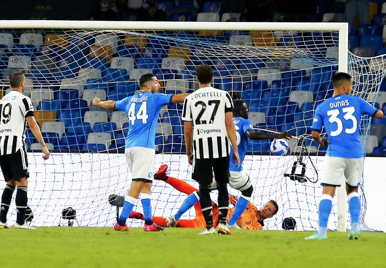 Il difensore senegalese della Juventus Torino Calido Golipali ha segnato il suo secondo gol in casa contro la Juventus Torino nella terza giornata della terza partita di Serie A l'11 settembre 2021 allo stadio Diego Armando Maradona.