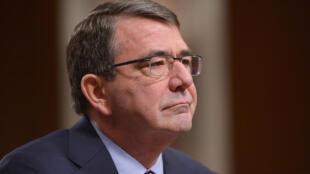 Ashton Carter a été adoubé par le Sénat américain au poste de secrétaire à la Défense, jeudi 12 février 2015.