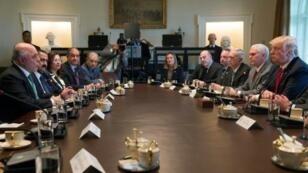 الرئيس الأمريكي مع رئيس الوزراء العراقي  خلال لقائهما في بالبيت الأبيض الاثنين 20 آذار/مارس 2017